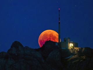 Lunar eclipse: 'Blood moon' dazzles skywatchers around the world
