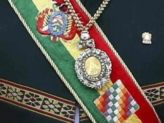 Bolivia's presidential regalia stolen from car in red-light district