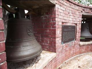 U.S. returns 'Bells of Balangiga' to Philippines a century after clash