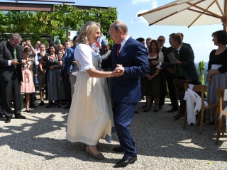 Putin dances at Austrian minister's wedding, setting off alarm bells across Europe