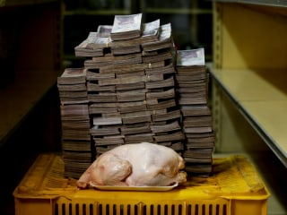 See how many bills it took to buy a chicken in Venezuela