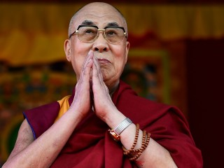 Dalai Lama sorry for saying a female successor would have to be 'attractive'