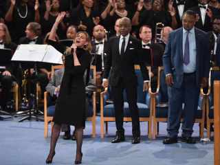 Crowds gather in Detroit to pay homage to Aretha Franklin