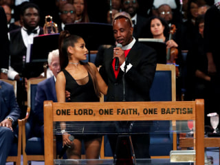 Bishop apologizes for inappropriately touching Ariana Grande at Aretha Franklin funeral