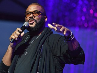Tyler Perry spends nearly half a million dollars on layaway payments for 1,500 Walmart customers