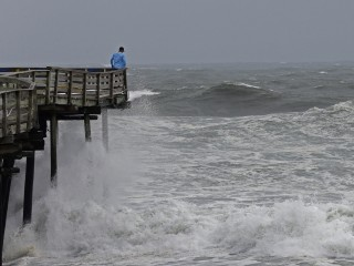 Hurricane Florence: Residents prepare for storm's punch