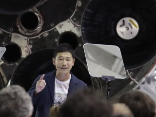 SpaceX says Japanese billionaire will be first private citizen on moon flight