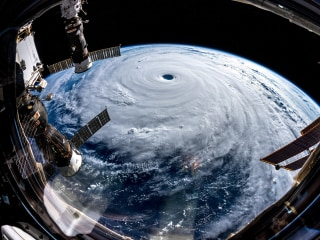Month in Space Pictures: Alien landscapes and monster storms