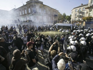 Polish police use tear gas to protect gay rights march