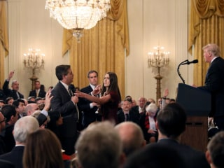 Judge orders White House to temporarily restore CNN reporter's press pass