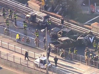 1 dead, 5 injured after cars catch fire on Brooklyn Bridge