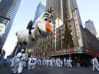 New York City braves the cold for Macy's 92nd Thanksgiving Day Parade
