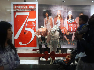 Does that second holiday retail job make sense? Experts say it does — if you do the math