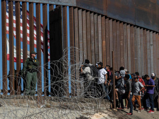 Mexicans' support for migrant caravan drops sharply, poll finds