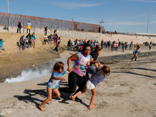Photographer reveals story behind iconic image of fleeing migrants at Mexico border