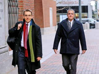 Ex-drug company executive pleads guilty to bribing doctors
