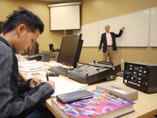 Major for-profit college chain abruptly announces closure of dozens of schools