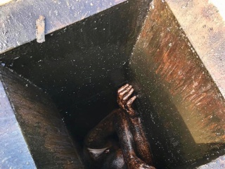 Oil-slicked man stuck in California grease duct rescued