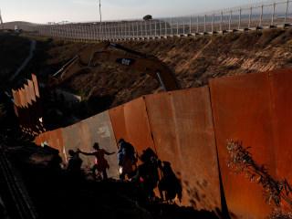 Girl who crossed border with dad died in Border Patrol custody