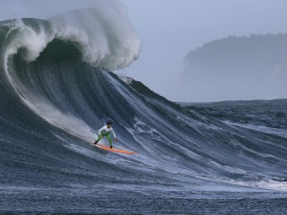 Pro surfers to test mettle as massive waves aim for California