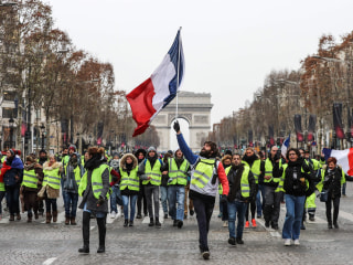 France's 'yellow vest' protesters hit Paris streets for fifth week