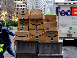 FedEx sues U.S. government over requirement to screen packages from China