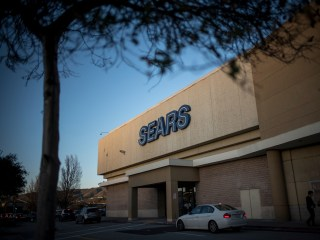 Sears chairman's plan wins bankruptcy judge's OK, giving iconic retailer another chance