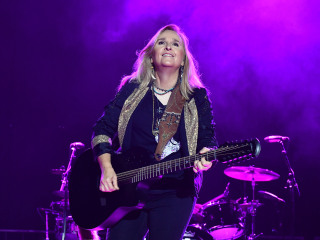 Melissa Etheridge to sing national anthem at Chiefs-Patriots game