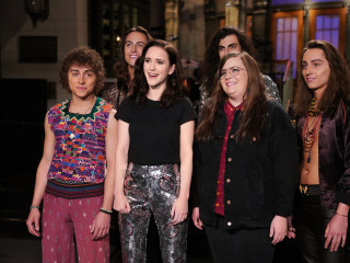 'SNL' returns with 'Deal or No Deal,' government shutdown style