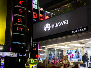 U.S. charges top Chinese cellphone maker Huawei with money laundering, fraud