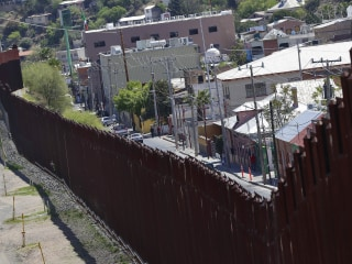 Arizona city officials want border wall's razor wire removed