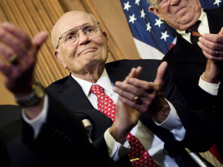 Lawmakers hold in-flight service after plane to Dingell funeral forced to turn back to DC