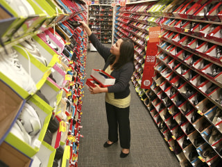 Payless shoe stores plans to close 2,100 U.S. locations