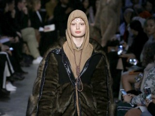 Burberry pulls sweatshirt with noose around neckline, apologizes