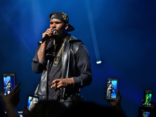 R. Kelly makes first court appearance, bond set at $1 million