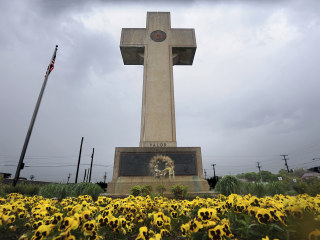 Supreme Court seems open to allowing 40-foot cross on public land