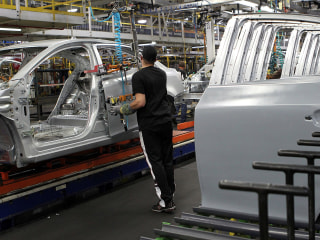 'Gut-wrenching' day as production ends at Ohio GM assembly plant