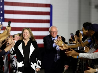 In Chicago, Sanders signals his intent to reach black voters