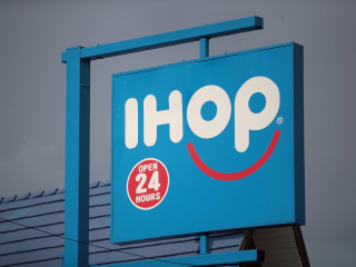 Bullets fly inside IHOP in lunchtime 'targeted' attack