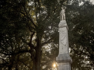 Ole Miss students vote unanimously to remove Confederate statue from campus center