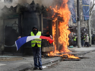 Violence returns as France's 'yellow vest' protests enter fourth month