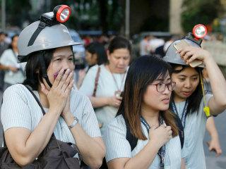 Earthquake hits Philippines, thousands flee area near Manila
