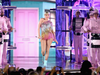 Taylor Swift accused of ripping off Beyoncé at Billboard Music Awards