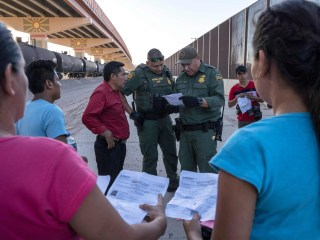 Florida officials demand answers on DHS plan to send asylum-seekers to Democratic counties