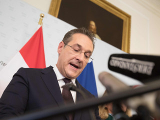 Austria's far-right vice chancellor resigns after video sparks corruption scandal