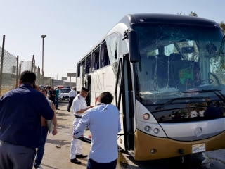 Explosion hits tourist bus near Egypt's pyramids