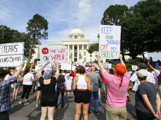 Hundreds protest Alabama abortion ban: 'My body, my choice!'