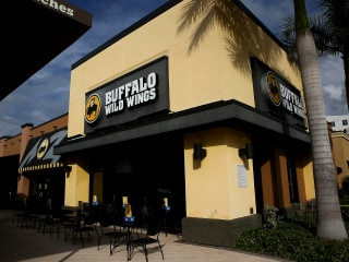 Buffalo Wild Wings former cook claims racial discrimination against him and black customers