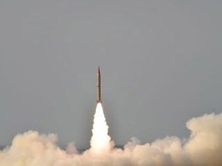 Pakistan conducts missile test but says it wants peace with India