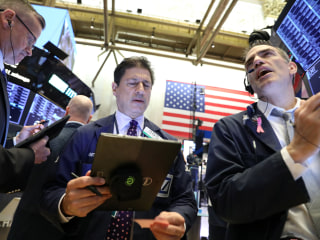 Dow drops 400 points as Wall Street mulls chance of no trade deal with China